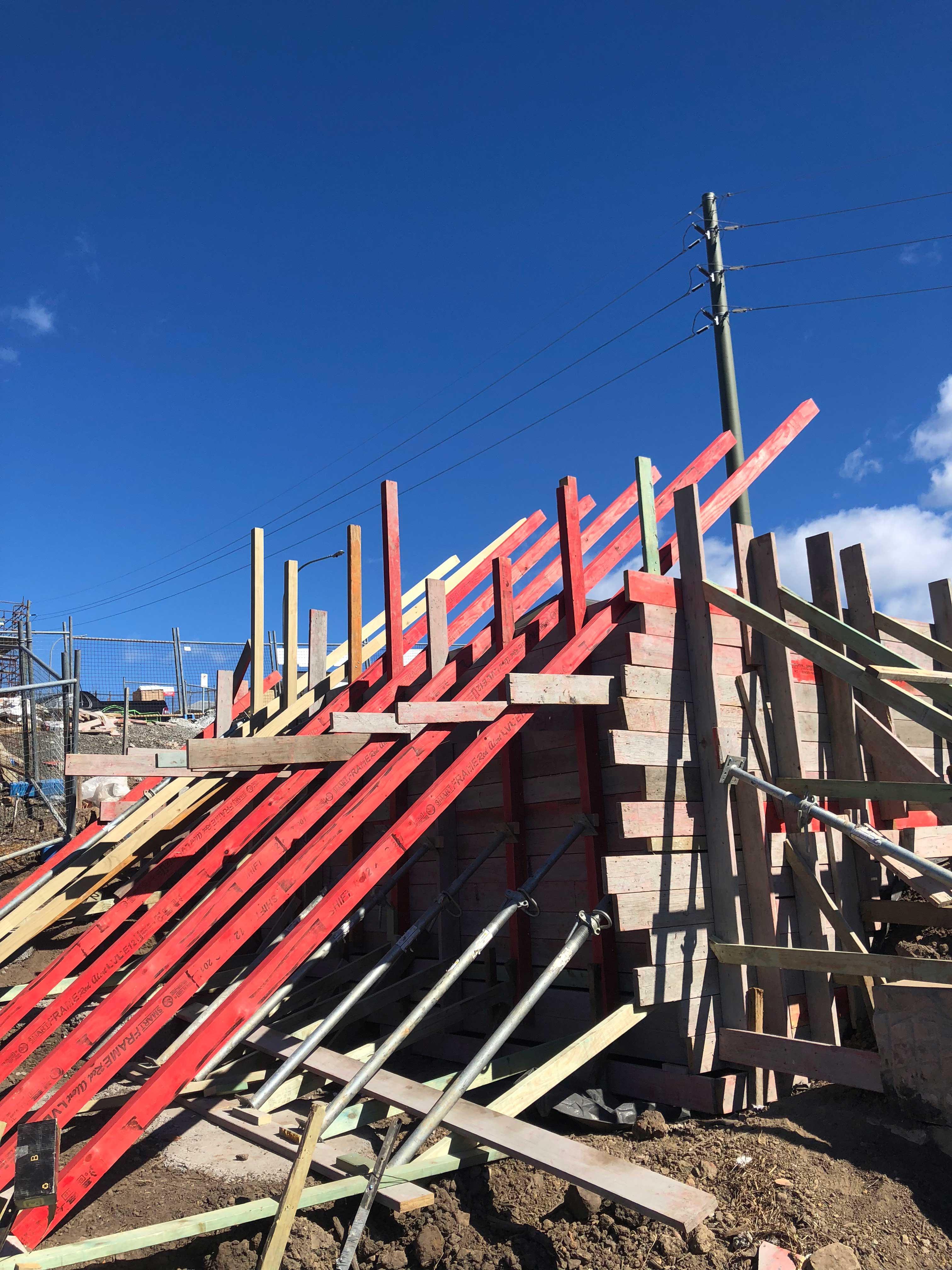Concrete deep edge beam construction