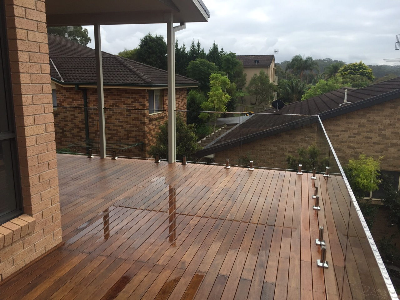 Framelass glass railings to deck