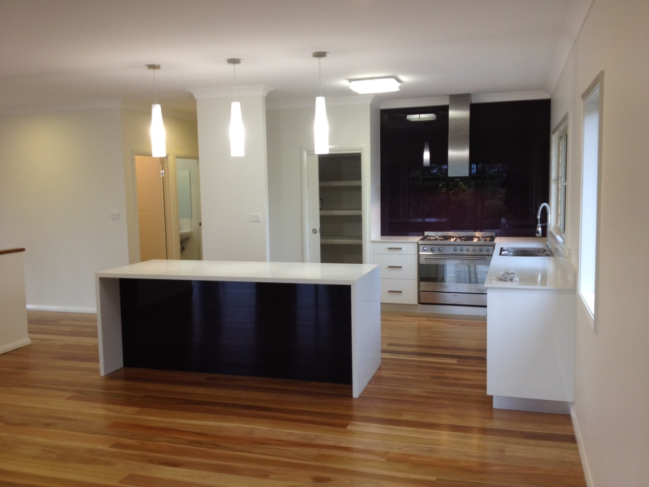 Vegas Living upstairs - Modern Kitchen with Glass Splashbacks.